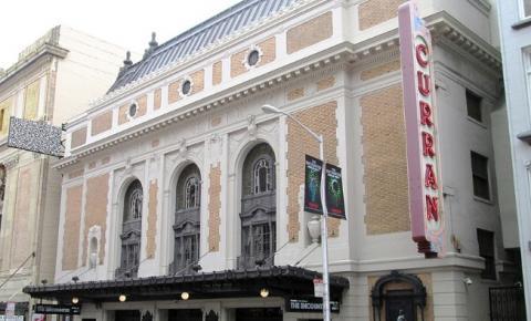 """Em San Francisco, Califórnia, correndo atrás de """"O Fantasma da Ópera"""""""
