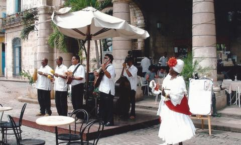 Cuba. Na memória, o cheiro forte de charuto