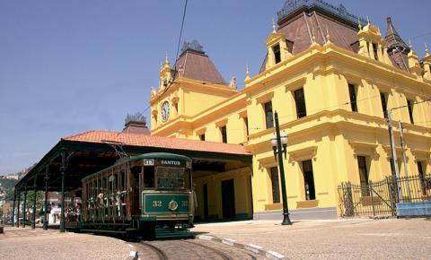 Pelos trilhos do centro histórico de Santos