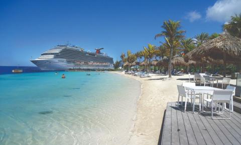 Curaçao e Aruba com pé na areia e deep blue de cenário